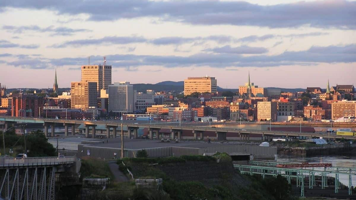 Saint_John_NB_skyline_at_dusk8-e1452285483735